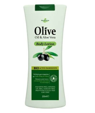The combination of olive oil with aloe vera hydrates, protects and nourishes skin.